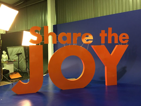 DionWired – Christmas campaign – Share the #JOY